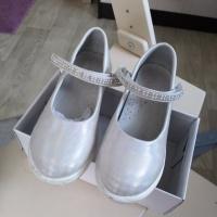 Продам туфли для девочки 30 размера