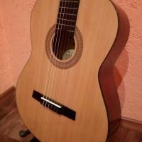 Классическая гитара, новая