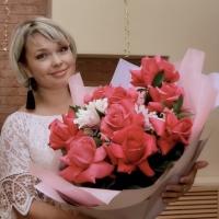Татьяна Кулакова проведет праздник интеллигентно и весело.